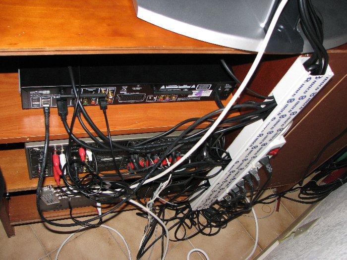 """Résultat de recherche d'images pour """"bordel de cables derrière la télé"""""""